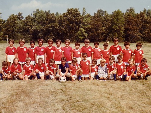 The pioneers: 1977 'Mosquito' and 'Atom' groups aged 6-to-11 (Click to enlarge).