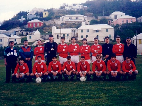 The 1989 U18 Boys prior to a game in scenic Bermuda (Click to enlarge).
