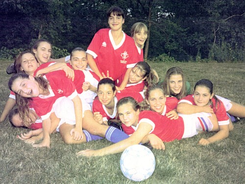 First ladies: The 1991 Under-13 Girls (Click to enlarge).