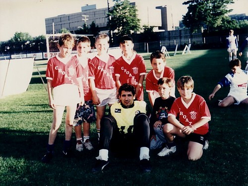 Drazen Ladic (Dinamo Zagreb '86-00, and Croatia '90-99) pictured at Brian Timmis with Croatia Hamilton youth in 1991 (Click to enlarge).